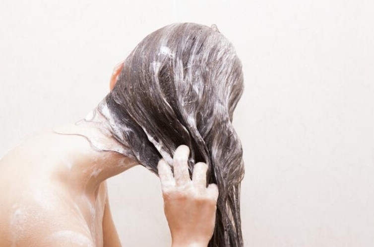 WASH HAIR WITH TAPE IN HAIR EXTENSIONS